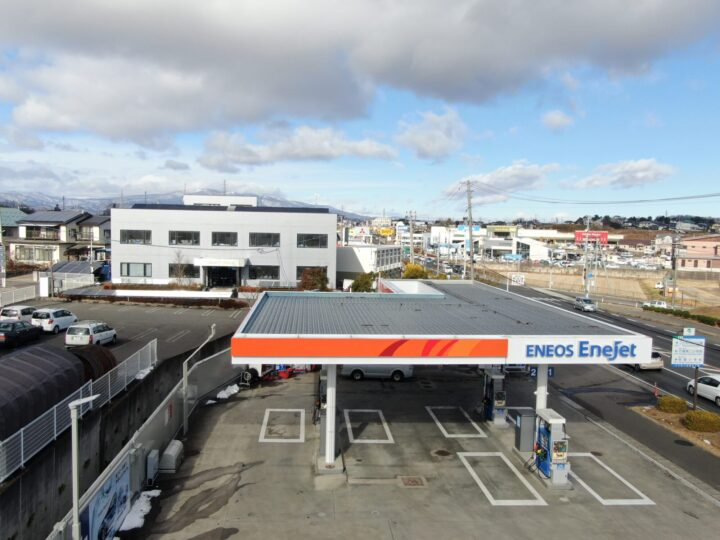 ENEOS様  ガソリンスタンドの折半屋根の屋根塗装、フックボルトのサビ止め、交換